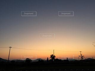 日没の前にトラフィック ライトの写真・画像素材[848456]