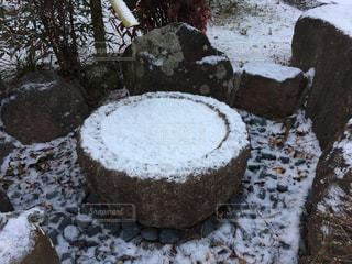 雪に覆われたケーキの写真・画像素材[981971]