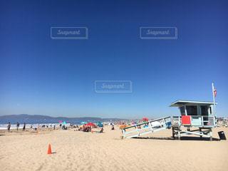 快晴の空とカリフォルニアビーチの写真・画像素材[823180]
