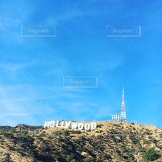 背景の山の塔の写真・画像素材[927005]