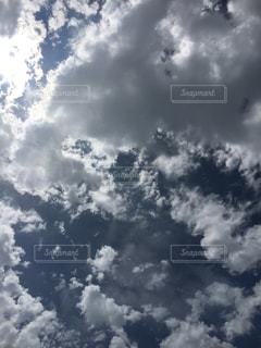空には雲のグループの写真・画像素材[932262]