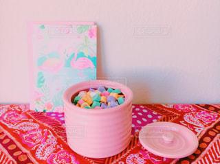 テーブルの上のコーヒー カップの写真・画像素材[987167]