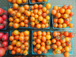 オレンジの束 ミニトマト トマト 野菜 ファーマーズマーケットの写真・画像素材[1088882]