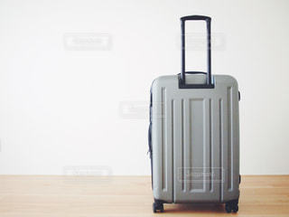 旅行出発まえに荷造りしたスーツケースの写真・画像素材[1120540]