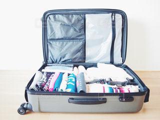 旅行に向けて荷造りをしたスーツケースです♡の写真・画像素材[1120557]