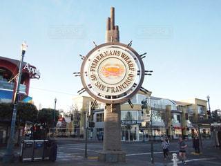 カルフォルニア・サンフランシスコ (San Francisco) にある最大の観光地といえばフィッシャーマンズ ・ ワーフ (Fisherman's Wharf)。ダンジネス・クラブ (Dungeness Crab) 🦀 の看板が目印です。の写真・画像素材[1142990]