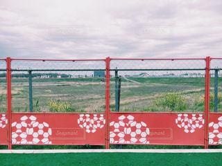 サッカーボールのデザインがかわいいフェンスの写真・画像素材[1158286]