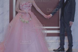 女の子はピンクのドレスに身を包んだの写真・画像素材[1186207]
