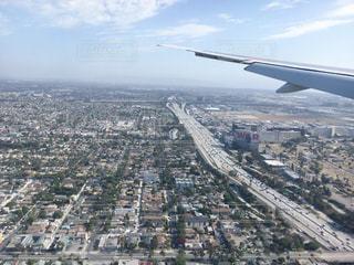 ロサンゼルス国際空港 着陸前 飛行機の窓から見えたロサンゼルスの景色の写真・画像素材[1218862]