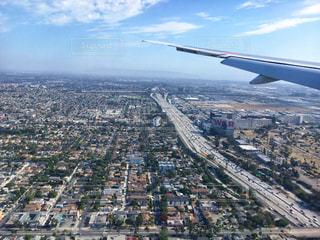 ロサンゼルス国際空港 (LAX) 着陸前 飛行機の窓から見えたロサンゼルスの景色・風景の写真・画像素材[1218885]