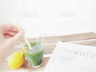すっきり 飲みやすい 青汁 野菜 食生活 健康 / テーブルの上のコーヒー カップの写真・画像素材[1237283]