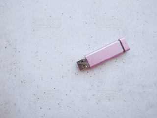 USBメモリー データ 記録 バックアップ ピンク 置き画の写真・画像素材[1273908]