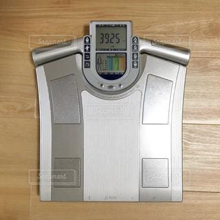 体重計 女性 体重 ダイエットの写真・画像素材[1323768]