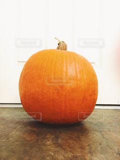 大きいかぼちゃ パンプキン ジャックオランタン ハロウィン デコレーションの写真・画像素材[1577106]