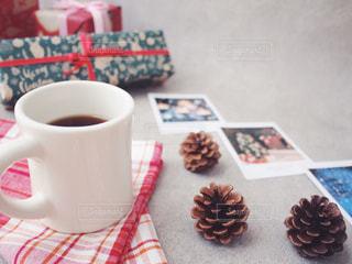 朝 珈琲 クリスマス プレゼント 松ぼっくりの写真・画像素材[1676829]