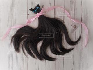 自分撮りを取っているピンクの髪の人の写真・画像素材[2107140]