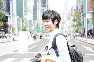 街の通りに立っている人の写真・画像素材[2441783]