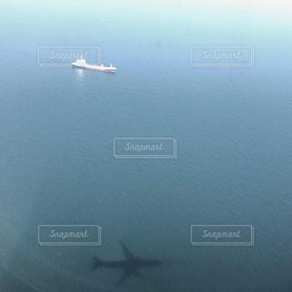 幻想的な飛行機の影✈️ - No.1052420