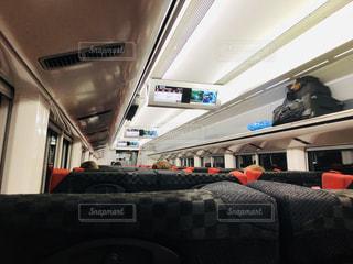 駅に座っている人々のグループの写真・画像素材[3227880]