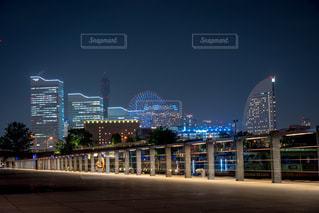 夜の街の景色の写真・画像素材[1293567]