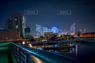 夜の街の景色の写真・画像素材[1293569]