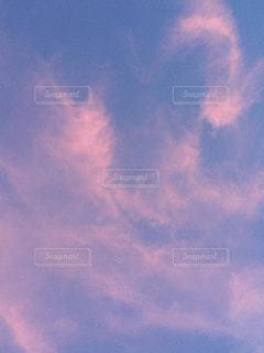 空には雲のグループの写真・画像素材[705814]