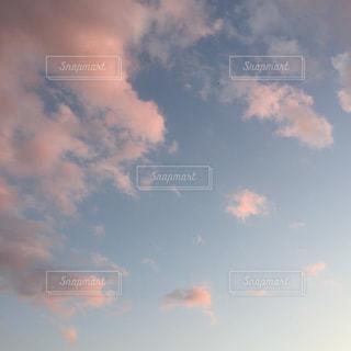 空には雲のグループの写真・画像素材[1038673]
