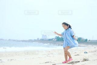 砂浜にいる子供 - No.712965