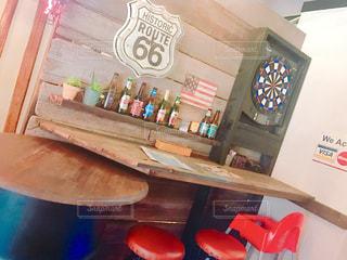 飲み物,海外,ジュース,かわいい,かっこいい,アメリカ,瓶,椅子,机,ビール,可愛い,日本,店,店内,カクテル,ダーツ,アルコール,イス,つくえ