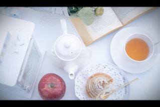 テーブルの上のコーヒー カップ - No.1007750