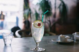 テーブル ワインのグラスの写真・画像素材[1847346]