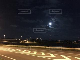 夜の高速道路の写真・画像素材[928360]