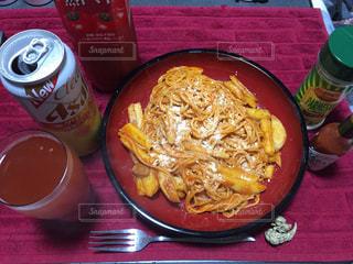 テーブルの上に食べ物のボウルの写真・画像素材[1240463]
