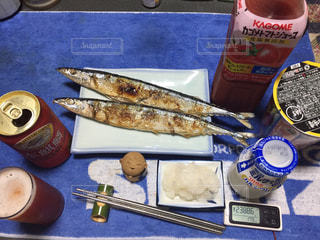 テーブルの上に食べ物の写真・画像素材[1452618]