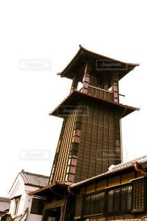 建物の前に時計塔の写真・画像素材[1827323]