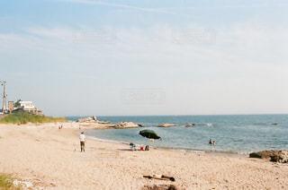 ビーチの人々 のグループの写真・画像素材[1413081]