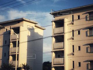 大きな白い建物の写真・画像素材[774978]