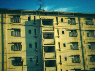 大きな白い建物の写真・画像素材[774979]