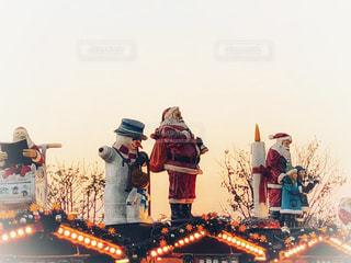 消火栓の周りに立って人々 のグループの写真・画像素材[1689755]