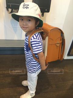 帽子をかぶった小さな男の子の写真・画像素材[1728664]