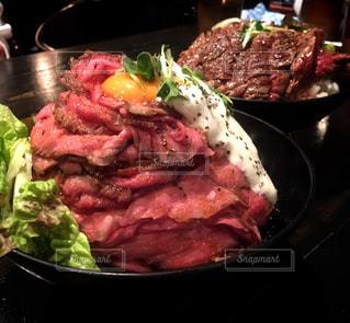 ローストビーフ丼の写真・画像素材[824001]