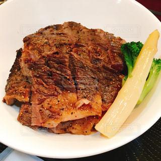 熟成牛のステーキ丼の写真・画像素材[859487]