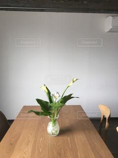 花のある部屋の写真・画像素材[2241037]