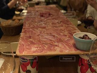 敷き詰められたお肉の写真・画像素材[1688992]