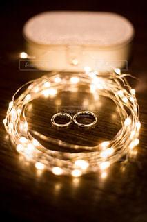 キラキラの結婚指輪の写真・画像素材[1533864]