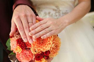 花を持っている手の写真・画像素材[1015101]
