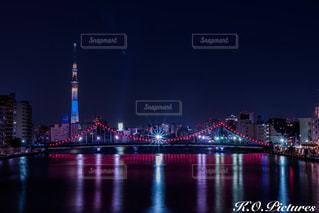 大きな橋が夜ライトアップの写真・画像素材[1004042]