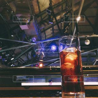 テーブルの上のビールのグラスの写真・画像素材[1431900]