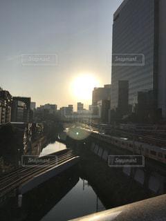 都市の川に架かる橋の写真・画像素材[1002067]