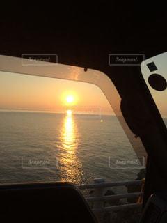 海に沈む夕日の写真・画像素材[1182753]